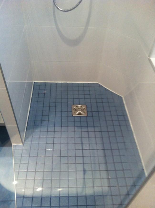 Salle de bains dans un petit espace (loge de concierge)