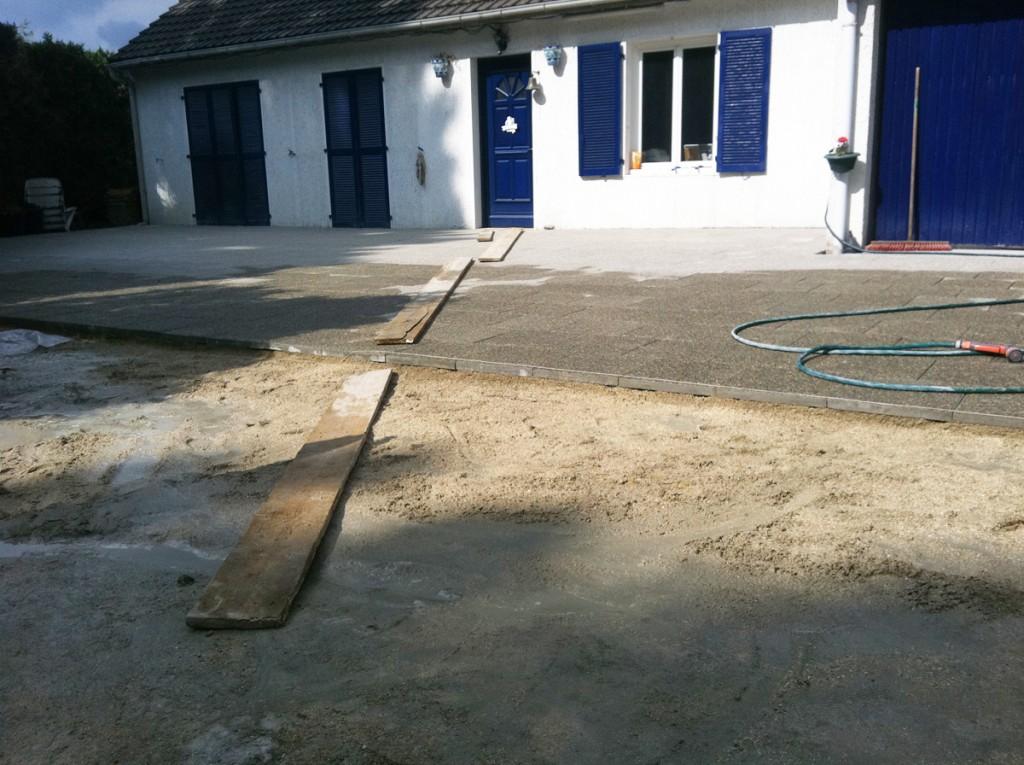 Pose de dalles sur chape ciment for Terrasse a moindre cout