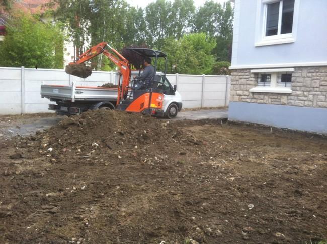 Terrassement avant coulage d 39 une dalle b ton puis terrasse - Dosage beton a la pelle ...