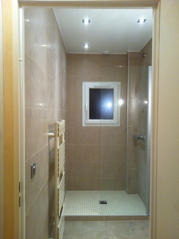 Salle de bains sur tons beige