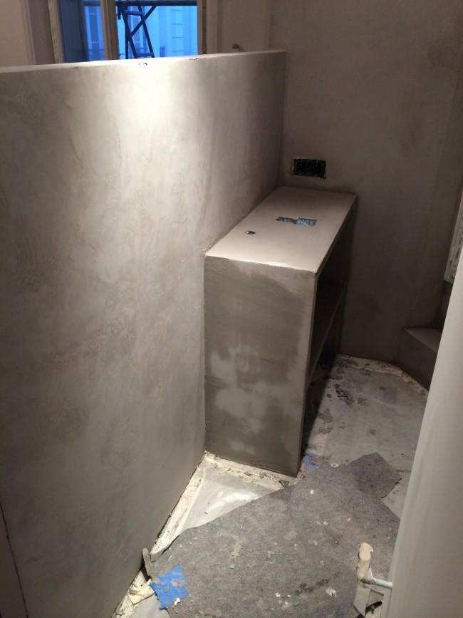 Création d'un espace douche en béton ciré
