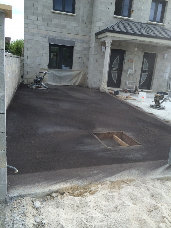 B ton d coratif finition balay e - Coulage de dalle beton ...
