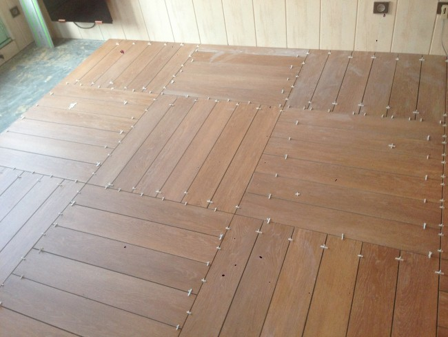 Pose de carrelage imitation parquet for Poser un carrelage
