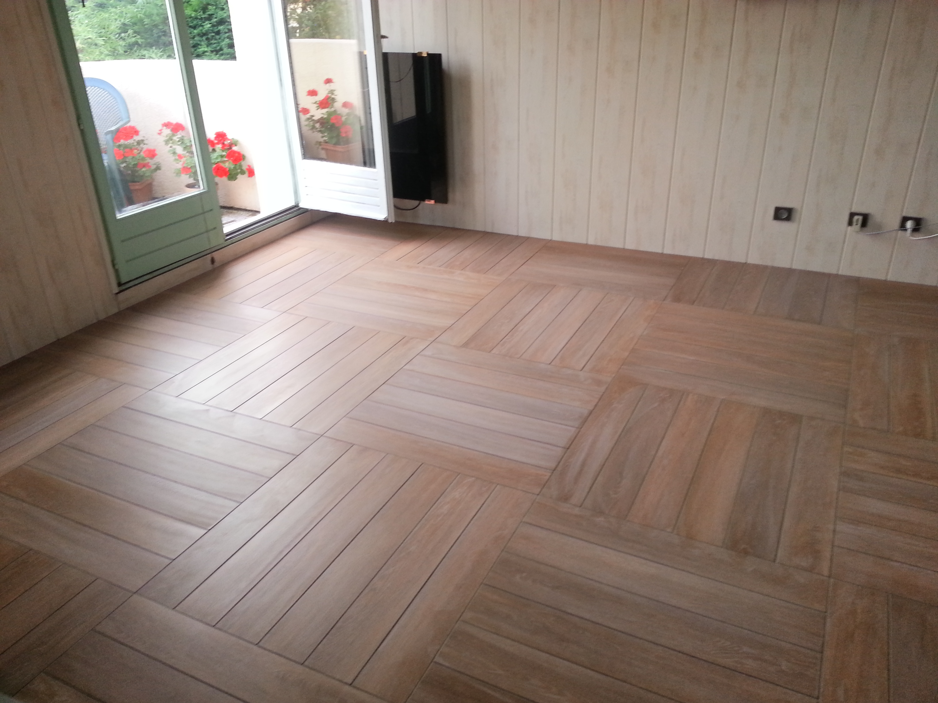 Pose de carrelage imitation parquet for Joint de carrelage noirci