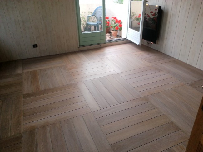Pose de carrelage imitation parquet for Carrelage quinconce