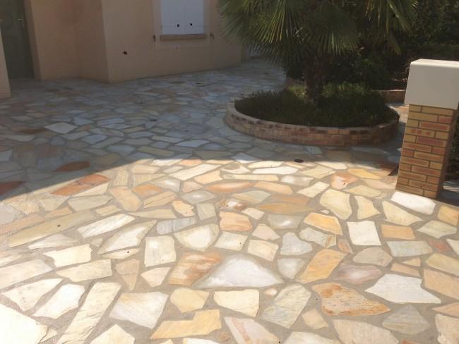Terrasse en Quartzit et Jardinières en Briques